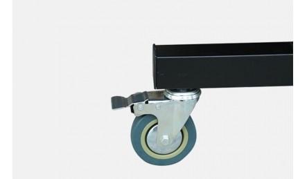 折叠移动带轮乒乓球台脚轮特写