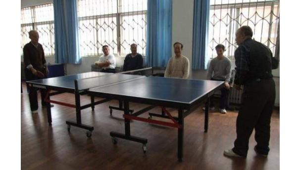 旧城村村民爱打乒乓球