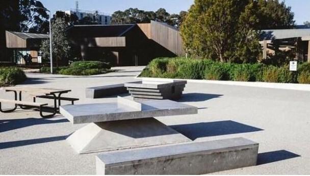 迪拜指定公园中安置免费乒乓球桌